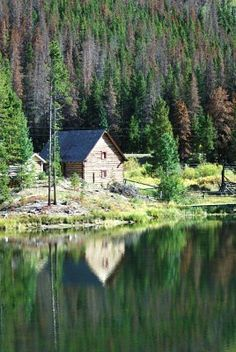10 Summer Travel Feels Like This Log Cabin in the Woods - #EsuranceDreamRoadTrip