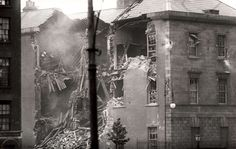The destruction of the Four Courts June 1922 Ireland 1916, Dublin Ireland, Irish Eyes, Fighting Irish, Belfast, Old Photos, Britain, History, War
