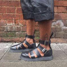 The black Geraldo sandal, shared by ramariochevoy Dr. Martens, Low Heel Sandals, Men Sandals, Summer Sandals, Cowboy Boots Women, Cowgirl Boots, Western Boots, Riding Boots, Timberland Style