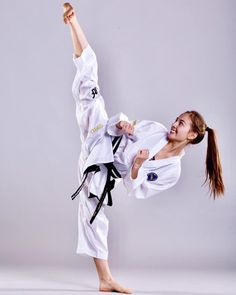 You are in the right place about Martial Arts reference Here we offer you the most beautiful picture Martial Arts Quotes, Martial Arts Workout, Martial Arts Women, Martial Arts Training, Tae Kwon Do, Marshal Arts, Belt Display, Female Martial Artists, Karate Girl