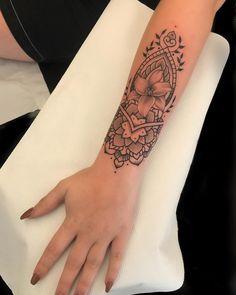 Thanks for the chocolate Flora, enjoy Foo fighters🎉 Mini Tattoos, Cute Tattoos, Unique Tattoos, Small Tattoos, Gorgeous Tattoos, Symbolic Tattoos, Forarm Tattoos, Body Art Tattoos, New Tattoos