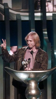 Tom Petty makes a peace sign after winning the award for best male video Sept. 7, 1995, during the MTV Video Music Awards at Radio City Music Hall in New York.