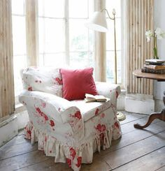 this is the print of my sofa slipcovers.the chair has a red buffalo check Red Cottage, Shabby Chic Cottage, Shabby Chic Decor, Cottage Style, Cottage Ideas, Bungalow, Perfect English, Cozy Corner, Slipcovers For Chairs