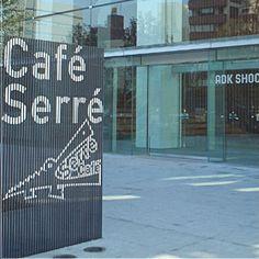 Cafe Serre [カフェ・セレ]のロゴ:大きく口を開けたロゴ | ロゴストック