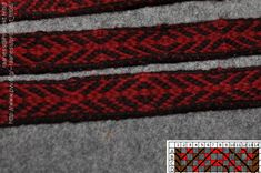 A simple tablet woven pattern made in pebble weave and only two threads pr tablet/card.