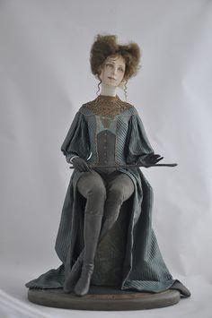 Полина, 35 см, флюмо, шёлк, вискоза, старинные кружева, которые вязали монашки в 19 веке) Подставка расписана. В общем, она то ли собирается на конную прогулку, то ли…