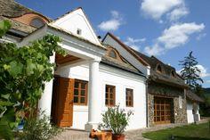 Szentbékkálla – Egy vidéki parasztház megújulásának története | Az otthon szépsége Weekend House, Modern Country, Household, Traditional, Mansions, Architecture, House Styles, Outdoor Decor, Home Decor