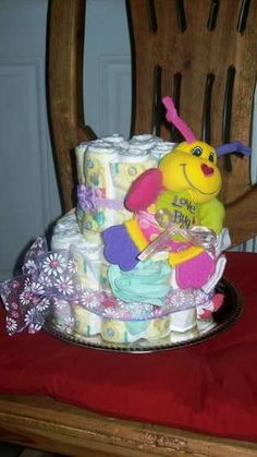 How cute is this diaper cake.....and it just so happens I know someone who could use it ;)