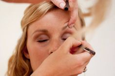 Visagie en make-up workshops op locatie met een groep, dat kan! Concealer, Make Up, Wedding Rings, Engagement Rings, Enagement Rings, Makeup, Beauty Makeup, Diamond Engagement Rings, Bronzer Makeup