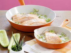 Saftiger Fisch in einer leicht scharfen Sauce. Wildlachs mit Meerrettich-Gurken-Sauce - smarter - Kalorien: 248 Kcal - Zeit: 30 Min. | eatsmarter.de