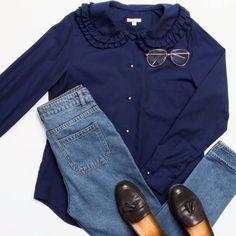 WEBSTA @ 12storeez - Девочки, доброе утро•Рубашка с оборкой на воротнике (синяя) #12Storeez 5.900р.Состав:Хлопок 100%Размер: S, MЦвета:белая, синяяАртикул #8286478