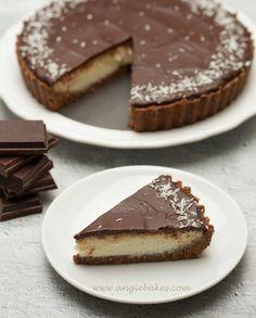 Nepečený kokosovo-čokoládový tart | Angie Pavlova, Cheesecakes, Tart, Tiramisu, Pancakes, Food And Drink, Pie, Cooking, Breakfast