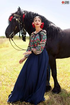 Spanish style – Mediterranean Home Decor Mexican Fashion, Mexican Outfit, Mexican Dresses, Fashion And Beauty Tips, Love Fashion, Fashion Outfits, Quinceanera Dresses, Prom Dresses, Pakistani Fashion Casual