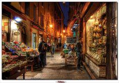 Passeggiando per Bologna... by L e l e, via Flickr