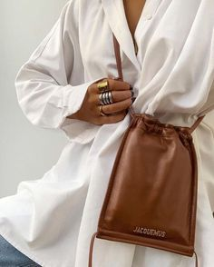 Shop and view the latest Womenswear, Shoes and Accessories Collections from the official Jacquemus website. Fashion Mode, Look Fashion, Fashion Details, Fashion Bags, Fashion Accessories, Fashion Outfits, Womens Fashion, Fashion Trends, Fashion Ideas