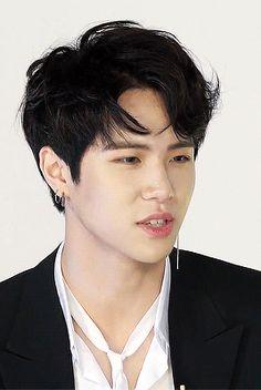 kim donghan | Tumblr Daegu, Superior Hair, Kim Dong, Asian Hotties, Cute Gif, Kpop Boy, Boy Groups, Black Hair, Boys