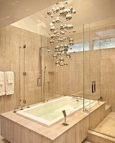 Duschbadewanne mit Glaskabine Zimmerdeckenbeleuchtung