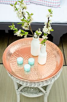 Deko Tablett in der Farbe Kupfer aus Metall im angesagten Metallic Look als dekoratives Accessoire auf dem Tisch oder auf dem Balkon