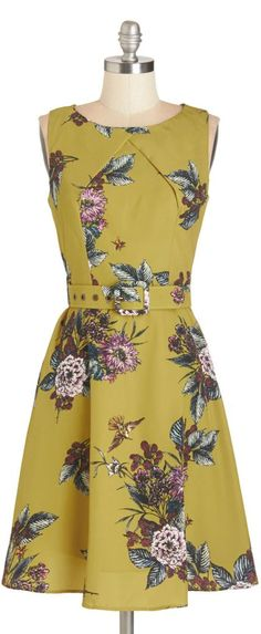After a few cloudy days, the sunshine has finally returned, so you zip into this equally-bright, belted dress by Darling and prepare for a day outdoors! Retro Vintage Dresses, Vintage Outfits, Vintage Fashion, Mod Dress, Dress Up, Dress Casual, Pretty Outfits, Pretty Dresses, Vestidos Chiffon