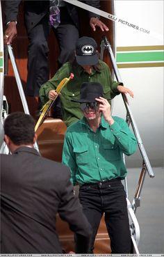 <3 Michael Jackson <3 - he looked so good in green - wish he had worn it more :)