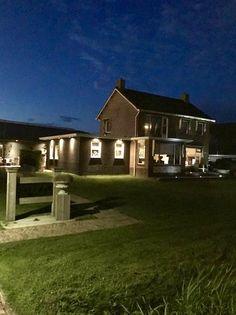 Woonwinkel Van Eef Gerkesklooster Farmhouse, Cabin, Rustic, Mansions, House Styles, Home Decor, Simple, Country Primitive, Decoration Home