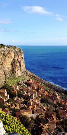 Santorini, Monemvasia Greece, Places To Travel, Places To Visit, Myconos, Greek Isles, Overseas Travel, What A Wonderful World, Greece Travel
