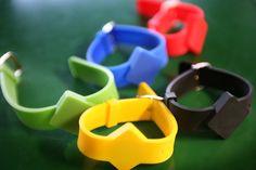 L'ambiente in RFID Global: l'RFID Testing Center, fucina attiva in continua evoluzione! Particolare dei braccialetti (wearable) RFID firmati Global Tag