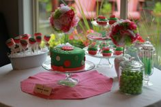 """""""I love parties where you can do it all yourself- from the decor to the food! Lalaloopsy parties are so popular, and you can put your own spin on them- check out this Lalaloopsy party that Kelsie, from Whoop-dee-doo, threw for her daughter"""". From @Whimsically Detailed #Lalaloopsy #birthday #party"""