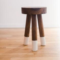 DIY Dip-Dyed Walnut Stools – House Becoming Home - Bed and Bedcover Walnut Furniture, Diy Furniture Plans, Twin Bed With Drawers, Bed Storage, Storage Drawers, Diy Drawers, Round End Tables, Diy Nightstand, Floating Nightstand