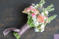 #bukiet #bouquet #bukietslubny #weddingbouquet #slub #ślub #wedding #kwiaty #flowers #jaskry #roze #lewkonia #brunia #artemi #pracownia #florystyczna #dekoracje #weddingday www.artemi.com.pl