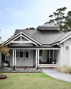 For a beautiful, timeless grey colour scheme try the subtle shade of Dulux Tranquil Retreat with a contrasting roof in Colorbond Monument. To highlight trims or architectural details, add a clean, crisp white such as Dulux Vivid White. Exterior Gris, Exterior Color Schemes, Exterior Paint Colors For House, House Color Schemes, Exterior Design, Dulux Exterior Paint Colours, Roof Design, Hamptons Style Homes, Country Style Homes