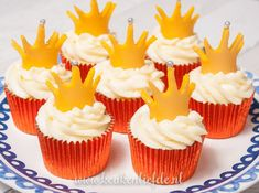 6 Secrets Of How To Bake The Perfect Cupcake - Novelty Birthday Cakes Baking Cupcakes, Mini Cupcakes, Kings Day Amsterdam, Royal Recipe, Novelty Birthday Cakes, National Holidays, Buckingham Palace, Food And Drink, Muffins