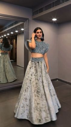 Indian Wedding Gowns, Party Wear Indian Dresses, Designer Party Wear Dresses, Indian Bridal Outfits, Dress Indian Style, Indian Gowns, Indian Fashion Dresses, Indian Designer Outfits, Western Lehenga