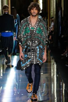See the complete Balmain Spring 2017 Menswear collection.