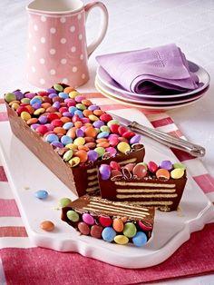 Kuchen für den Kindergeburstag. Wobei mir persönliche so ein bunter Kuchen auch gefallen würde. :-)