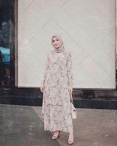 Mix n Match Baju Dress Muslim dari Brand Lokal untuk Bulan Ramadhan Yuk! Muslim Dress, Hijab Dress, Dress Outfits, Dress Up, Dress Muslimah, Abaya Fashion, Modest Fashion, Fashion Outfits, Hijab Style Tutorial