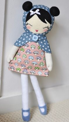 Fabric dolls and animals Sewing Crafts, Sewing Projects, Fabric Toys, Sewing Dolls, Soft Dolls, Diy Doll, Cute Dolls, Handmade Toys, Softies