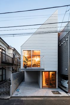 Blemen House – A Small Home for Newlyweds on a Budget