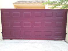 Puerta corredera para uso residencial en acabado chapa de cuarterones Murcia, Garage Doors, Outdoor Decor, Home Decor, Sliding Door, Sheet Metal, Decoration Home, Room Decor, Interior Design
