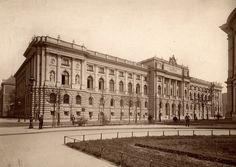 Ansicht der 1891 fertiggestellten Bibliotheca Albertina (rechts angeschnitten das Gewandhaus), Leipzig Alter, Albertina, Louvre, Building, Travel, Cities, Old Photographs, Human Settlement, Viajes