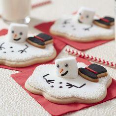 Melted Snowman Sugar Cookies | Wilton Christmas Wreath Cookies, Christmas Sweets, Christmas Cooking, Holiday Cookies, Christmas Deco, Kids Christmas, Christmas Stockings, Schneemann Cookies, Chocolate Roll