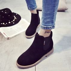 Department Name: Adult Item Type: Boots Shoe Width: Medium(B,M) Process: Adhesive Season: Spring/Autumn Platform Height: 0-3cm With Platforms: Yes Closure Type: Slip-On Boot Height: Ankle Toe Shape: R