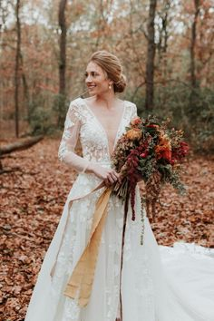 Such a wondrous boho wedding dresses, the lace, the neckline, simply remarkable. This dresses are a hot trend. The best dresses for boho wedding are here. Ivory Lace Wedding Dress, Fall Wedding Dresses, Colored Wedding Dresses, Autumn Wedding, Fall Dresses, Wedding Colors, Wedding Gowns, Bouquet Wedding, Wedding Flowers