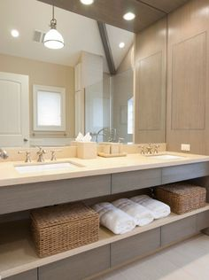 Brushed brassware, dual vanity units, this bathrooms mixes  a nod to traditional design with modern materials and finishes.