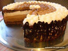 još jedna čoko torta, da... ali kad se radi o rođendanu moje sestre, jedini mogući odabir je čokolada pa evo još jedne varijacije na temu, jednostavna tortica, meni najbolja čoko torta dosad :-)