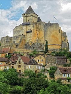 Castelnaud along the Dordogne River in southern France. This is a popular area for bicycle touring.  #bicycletouring