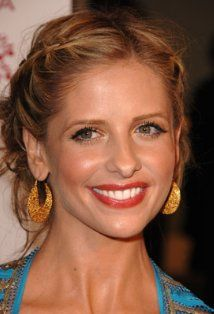 She just keeps getting more and more beautiful with age...SMG, what's your secret?!