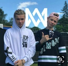 I see you Martinus, wearing that I Go Crazy, Love U Forever, Lisa, Twin Brothers, Celebs, Celebrities, Hot Boys, Handsome Boys, Funny Moments
