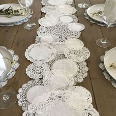 PRETTIE TABLE RUNNER Shabby Rustic Paper Doilies - Diy, Weddings, Parties, Table Decor, Tablescape, Decoration Más Más