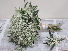 Protagonists of this bouquet and boutonnier are the paniculata and olive twigs . - Protagonists of this bouquet and boutonnier are the paniculata and olive twigs. Ideal for your coun - Bouquet Bride, Flower Bouquet Wedding, Floral Wedding, Baby's Breath Bridesmaid Bouquet, Simple Bridesmaid Bouquets, Wedding Greenery, Bridesmaid Dresses, Olive Wedding, Olive Branch Wedding